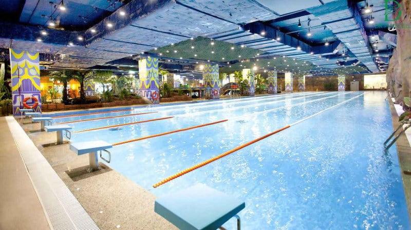 Nước bể bơi, nước muối có thể làm trôi màu xăm
