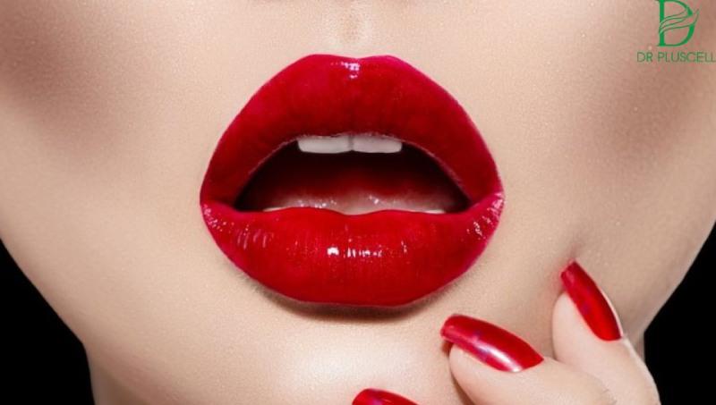 Khi phun xăm môi, da sẽ có hiện tượng sưng tấy ở môi