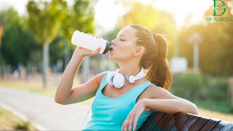 Lưu ý uống nước sau khi vận động nên chia nhỏ và ít