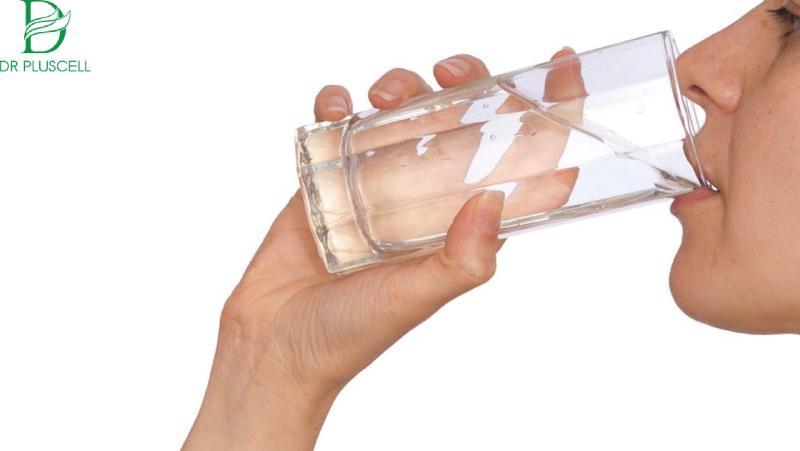 Nước cũng có khả năng làm giảm mụn đáng kể cho làn da