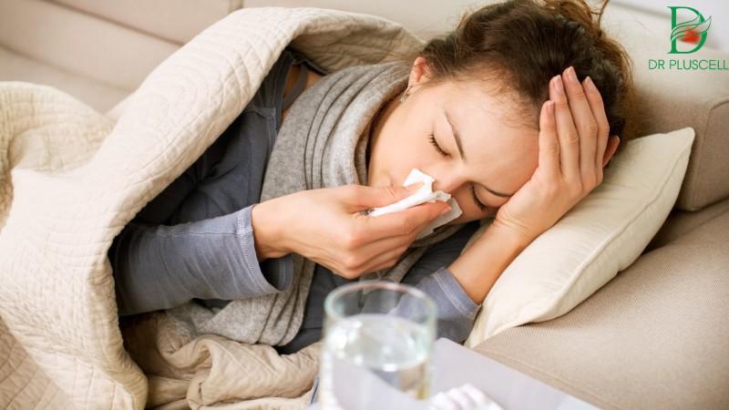 Biểu hiện của nhiễm trùng máu như sốt, mệt mỏi