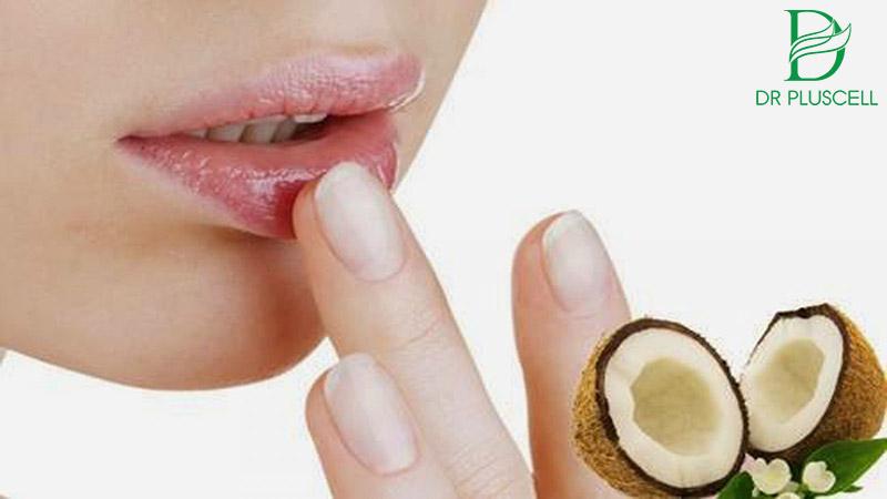 trị thâm môi bằng dầu dừa
